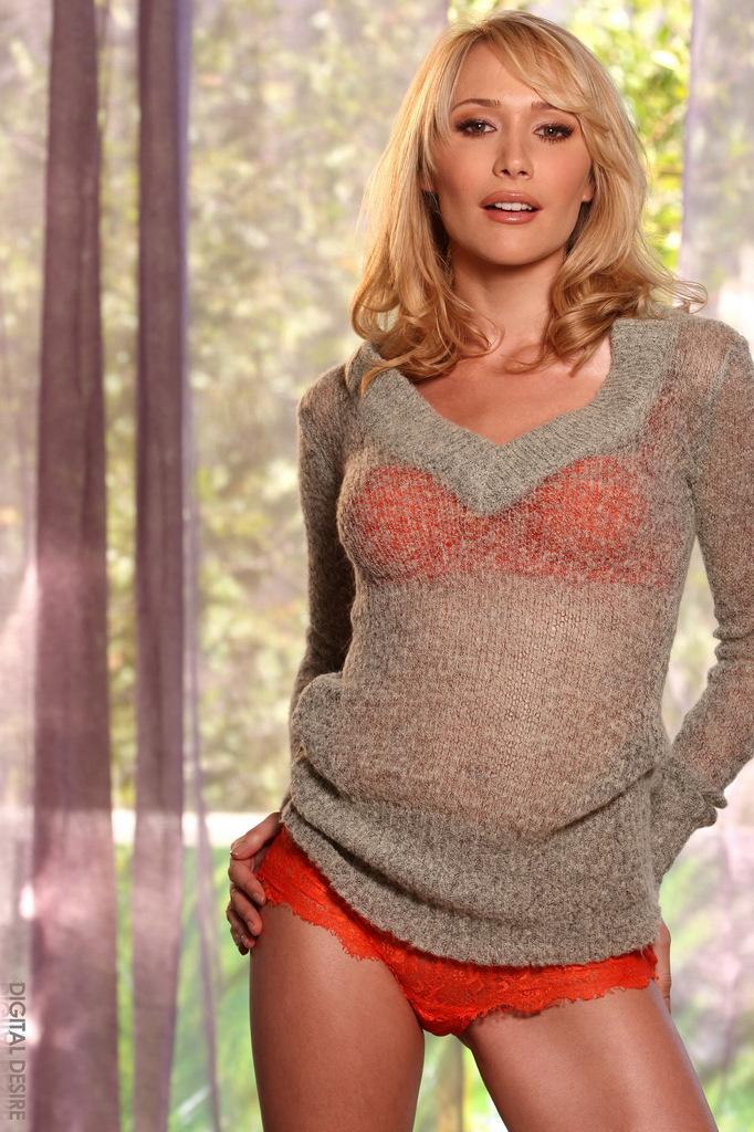 Обалденная блондинистая красотка Сабрина Роуз стащила свое оранжевое нижнее белье